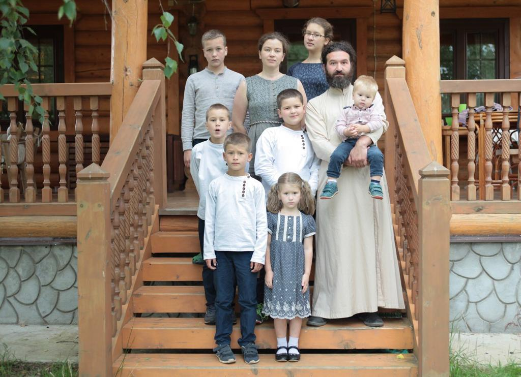 Отец Иоанн Воробьев с семьей